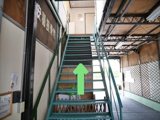 2階に接骨院入口があります。